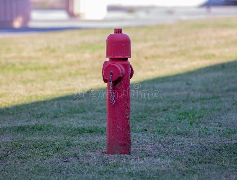 Een hydrant is een watervoorzieningsapparaat, door UNI 10779 wordt bedoeld, die in de bestrijding van branden die wordt gebruikt stock afbeelding