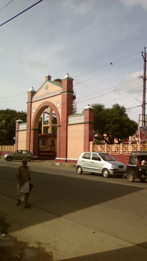 Een iconische structuur bij perunna in Changanacherry Deze straat heeft de Beste weg stock foto's
