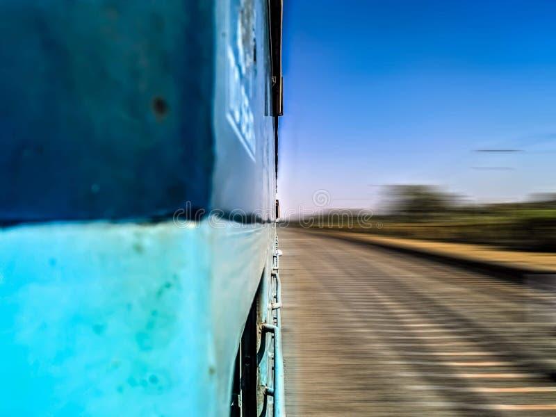 Een Indische snelle trein royalty-vrije stock fotografie
