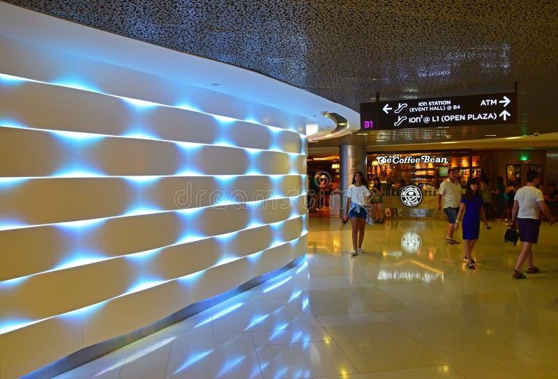 Een interessante sectie binnen ION Orchard Shopping Mall Singapore royalty-vrije stock fotografie