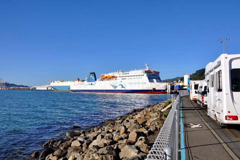Een Interislander-Veerboot bij het dok royalty-vrije stock foto