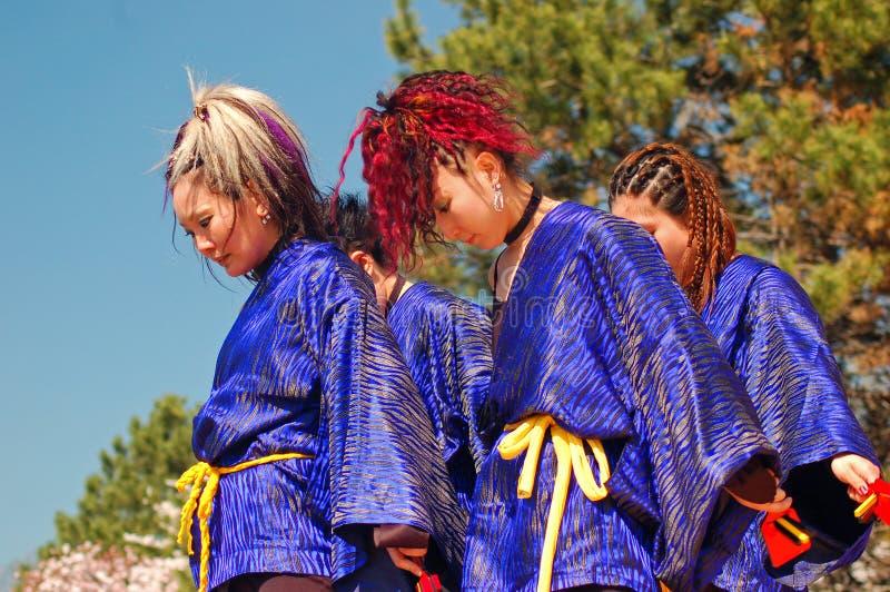 Een Japanse dansgroep stock foto