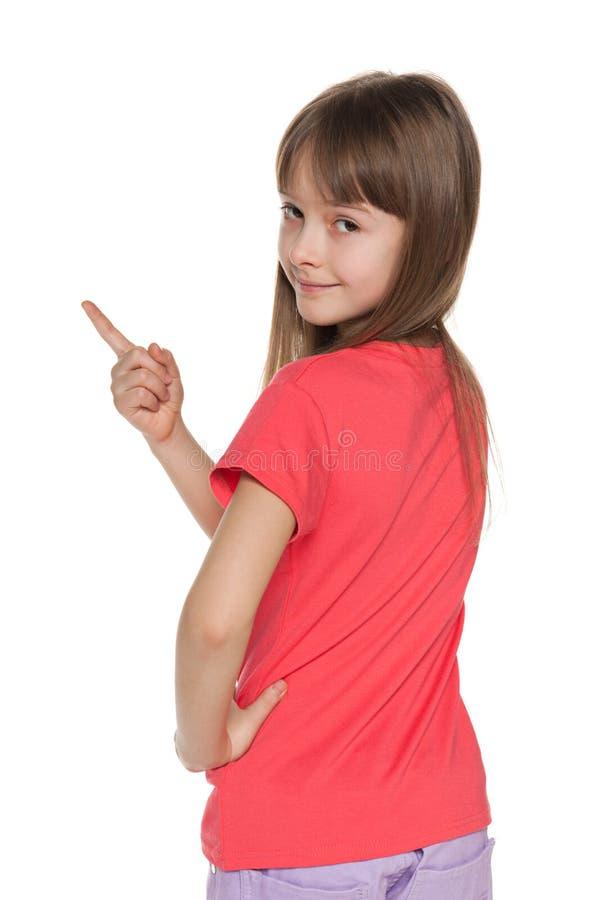 Het jonge meisje toont haar vinger aan de verlaten kant royalty-vrije stock afbeeldingen