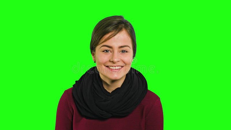 Een Jonge Dame Smiling en zijdelings het Kijken royalty-vrije stock foto