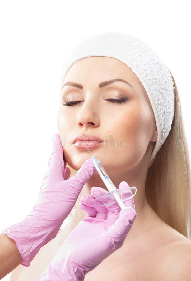 Een jonge Kaukasische vrouw op een botoxprocedure royalty-vrije stock afbeeldingen