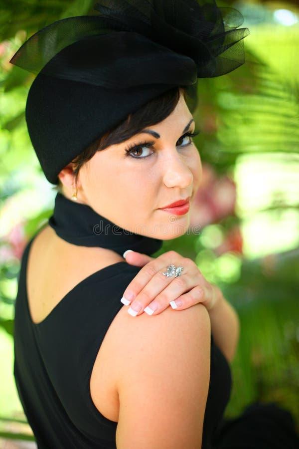 Een jonge modieuze vrouw royalty-vrije stock afbeeldingen