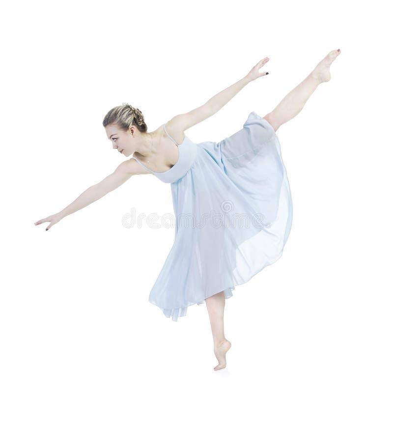 Een jonge vrouw in blauw het dansen ballet stock afbeeldingen