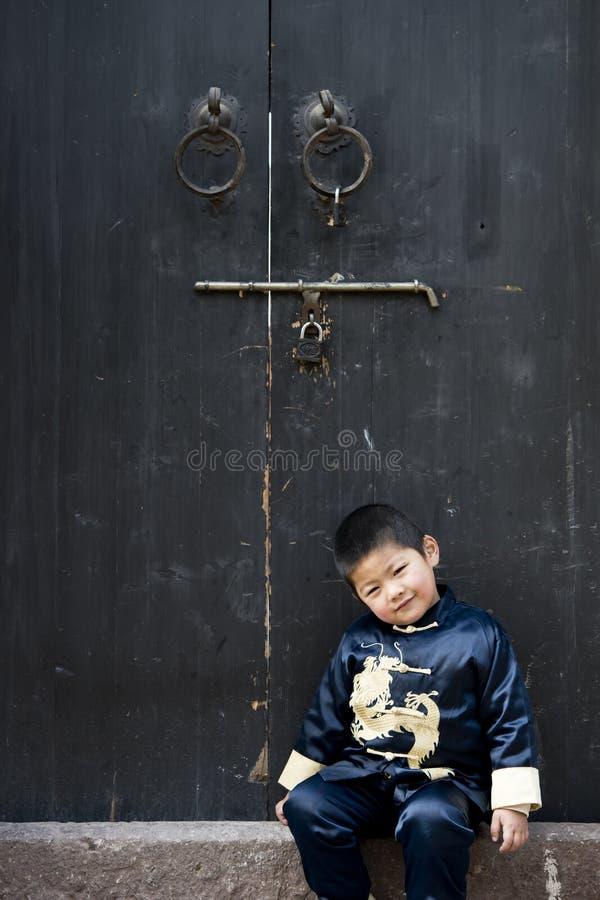 Download Een Jongen In Chinees Traditioneel Kostuum Stock Afbeelding - Afbeelding bestaande uit blauw, kind: 29514609