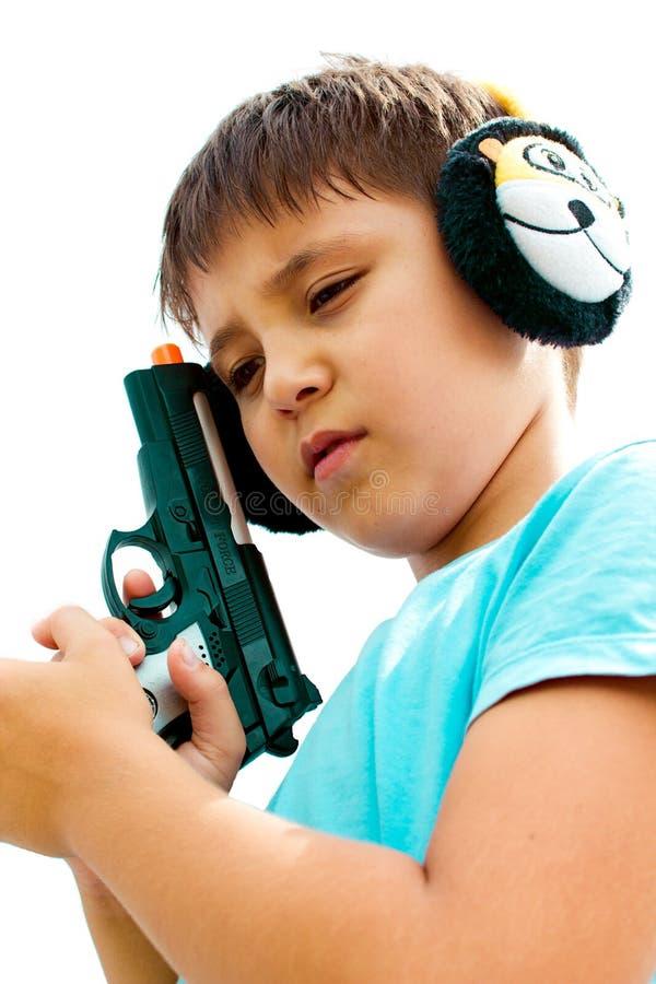 Een jongen die met kanon speelt royalty-vrije stock afbeeldingen