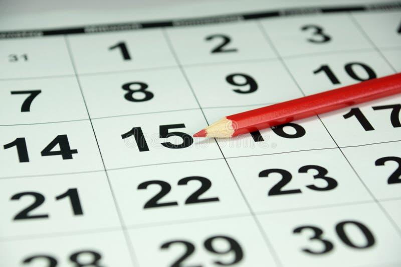 Een kalender en een rood potlood stock afbeelding