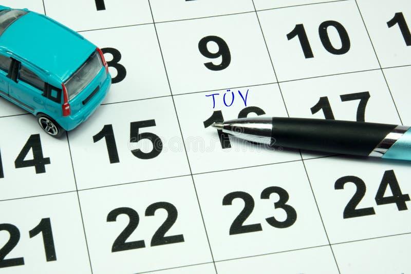 Een kalender met een benoeming voor een TÃœV-onderzoek royalty-vrije stock foto