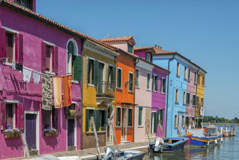 Een kanaal in Burano, Italië royalty-vrije stock foto