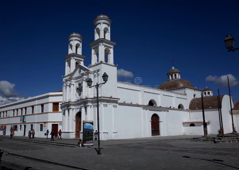 Een kerk in de stad van Latacunga stock afbeeldingen