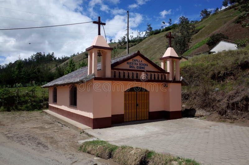 Een kerk tussen de steden van Isinlivi en Sigchos stock foto