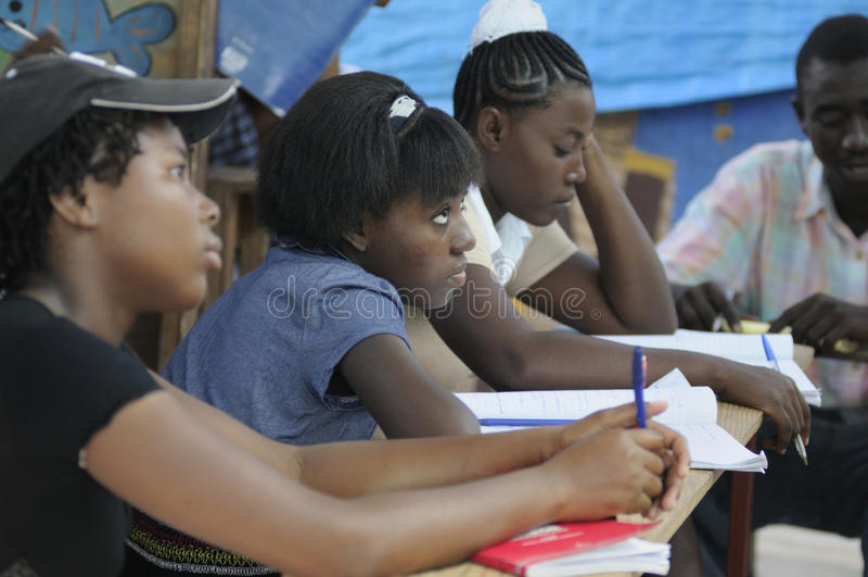 Een klaslokaal in Cite Soleil- Haïti. royalty-vrije stock afbeelding
