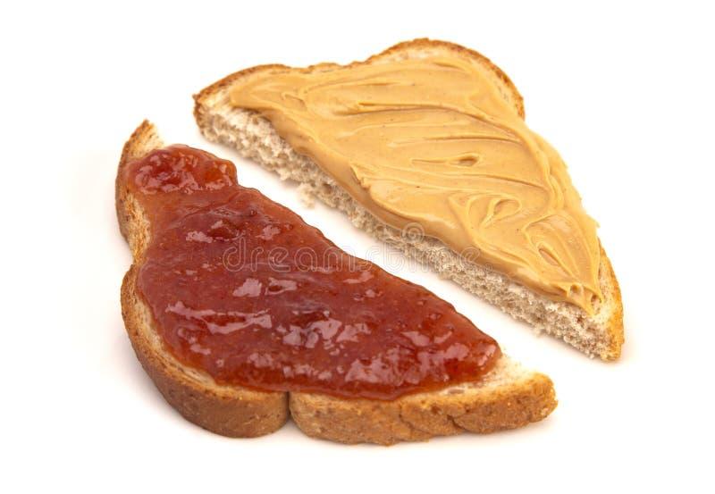 Een Klassieke Pindakaas en een Aardbei Jelly Sandwich op Tarwe B royalty-vrije stock fotografie