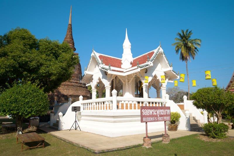 Een kleine Boeddhistische tempel met de afdruk van de voet van Boedha stock afbeelding