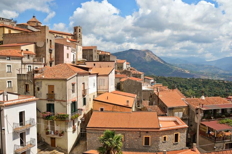 Een kleine stad in de bergen van het gebied van Calabrië in Italië royalty-vrije stock fotografie