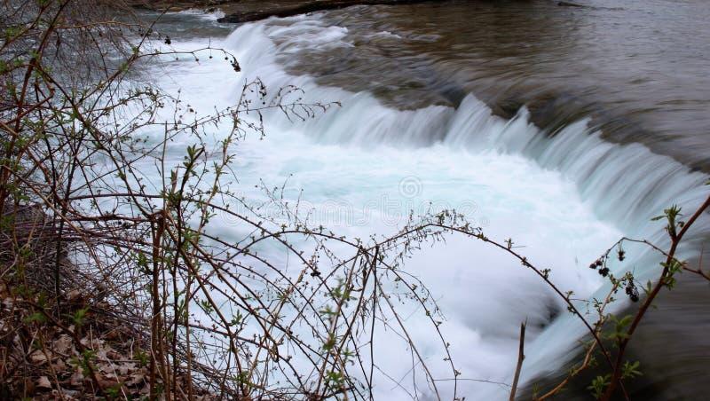 Een kleine waterval dichtbij Niagara-Dalingen royalty-vrije stock fotografie