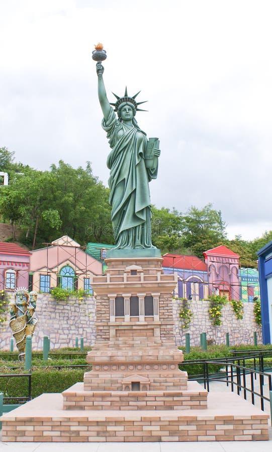 Een kleinere replica van Standbeeld van Vrijheid in Ramoji-Filmstad, Bangalore stock foto