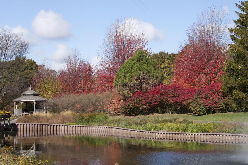 Een kleurrijk landschap in Cantigny met perfecte witte wolken royalty-vrije stock afbeeldingen