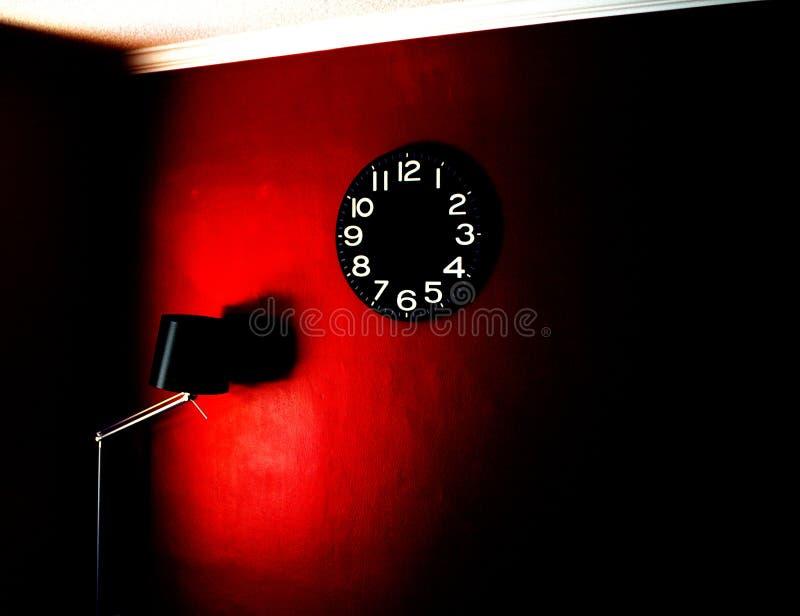 Een klok en een lamp - levendig lichteffect stock afbeeldingen