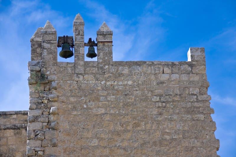 Een klokketoren van klooster beit-Gamal in Israël stock fotografie