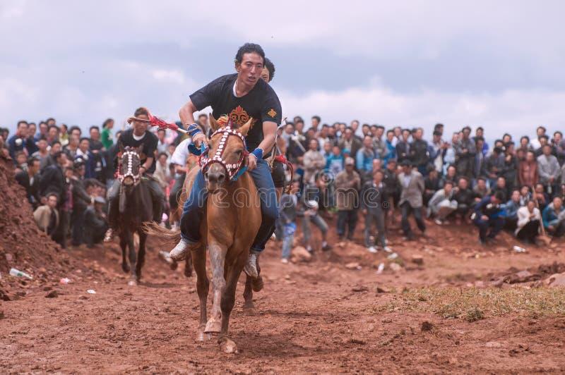 Een knappe Ruiter in Paardenrennen royalty-vrije stock fotografie