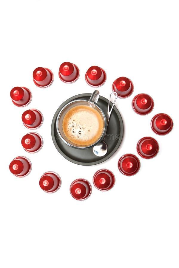 Een kop espressocapsules stock afbeelding
