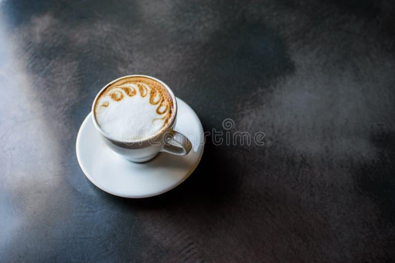Een kop van cappuccino stock foto's
