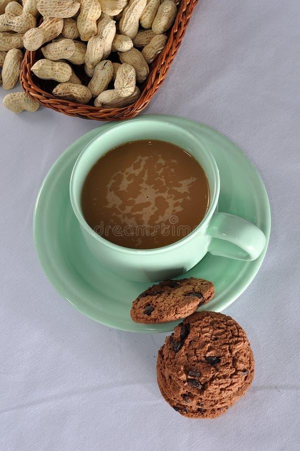 Een kop van Cofee met koekjes stock fotografie