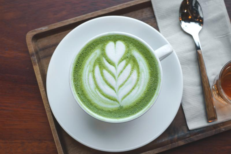 Een kop van groene theematcha latte royalty-vrije stock foto