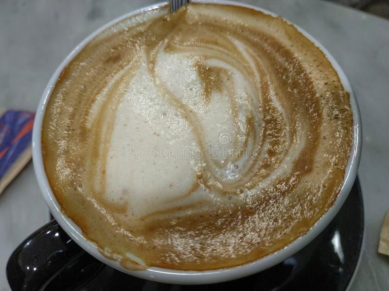 Een kop van Italiaanse cappuccino stock afbeelding
