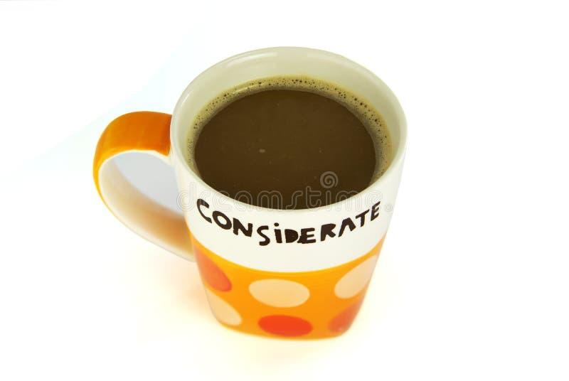Een kop van koffie attent concept isoleert op wit stock afbeelding
