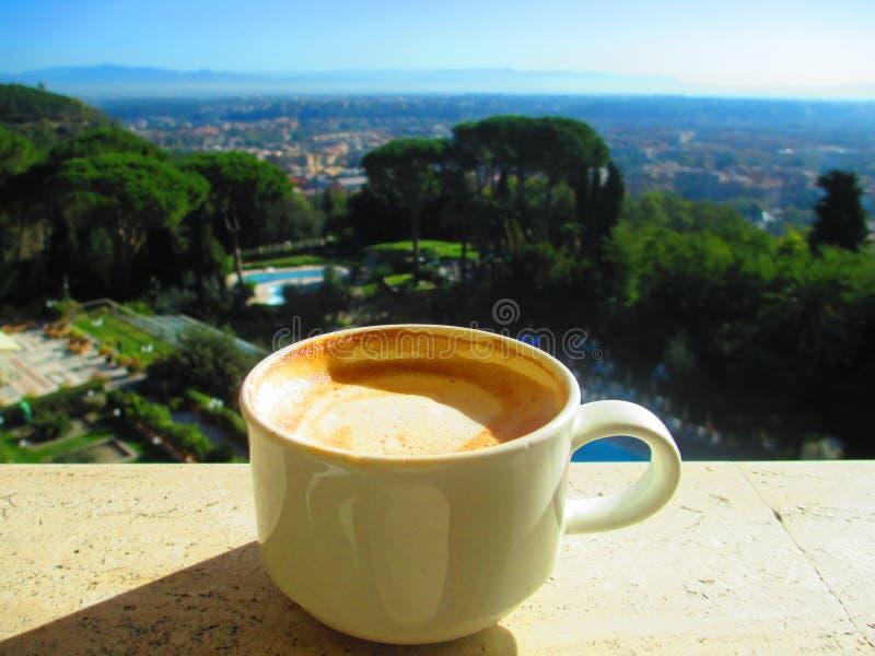 Een kop van koffie - de koffie van Nice het drinken royalty-vrije stock afbeeldingen