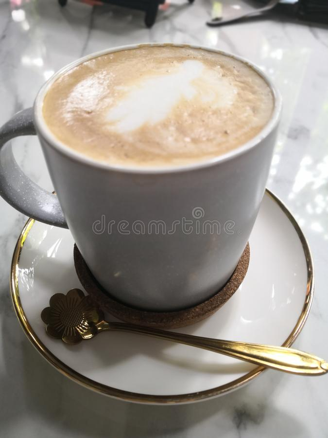 Een kop van koffie, het ontspanningsleven, een stukgeheugen in het leven stock foto's