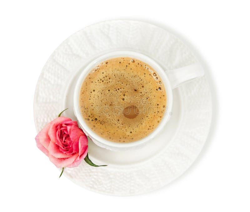 Een kop van koffie met melk en nam toe royalty-vrije stock foto
