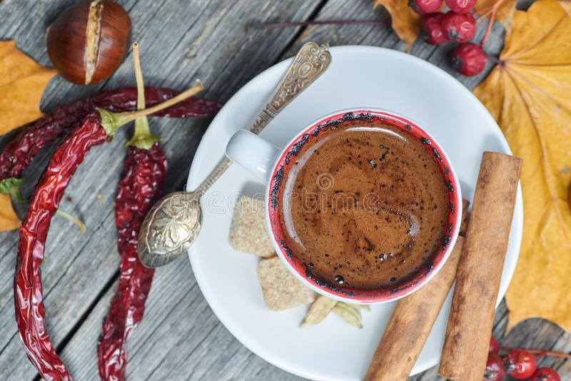 Een kop van koffie met Spaanse peper royalty-vrije stock foto
