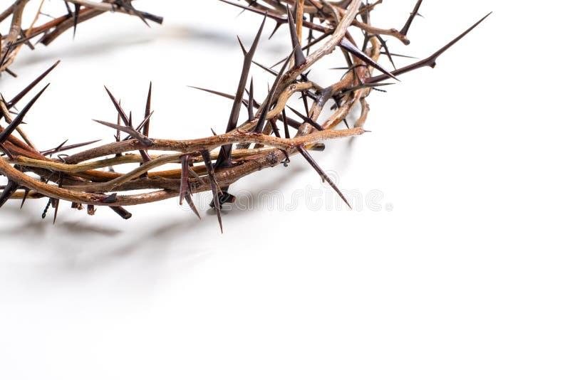 Een kroon van doornen op een witte achtergrond - Pasen Godsdienst stock afbeeldingen