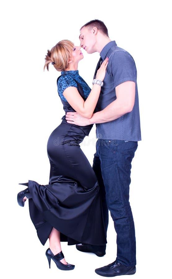 Een kus van een jong paar royalty-vrije stock fotografie