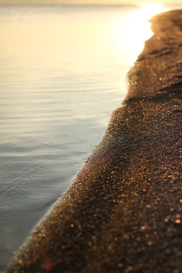 Een kust van een meer royalty-vrije stock afbeelding