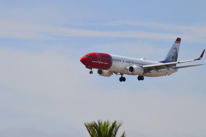 Een Laag Vliegtuig royalty-vrije stock afbeelding
