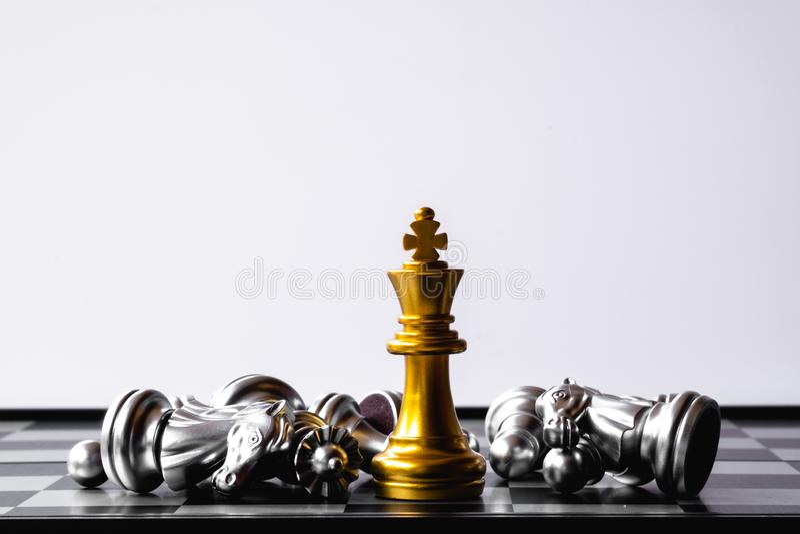 Een laatste tribune van de schaakkoning als ware winnaar Het concept van het geldspel De ruimte van het exemplaar stock afbeeldingen