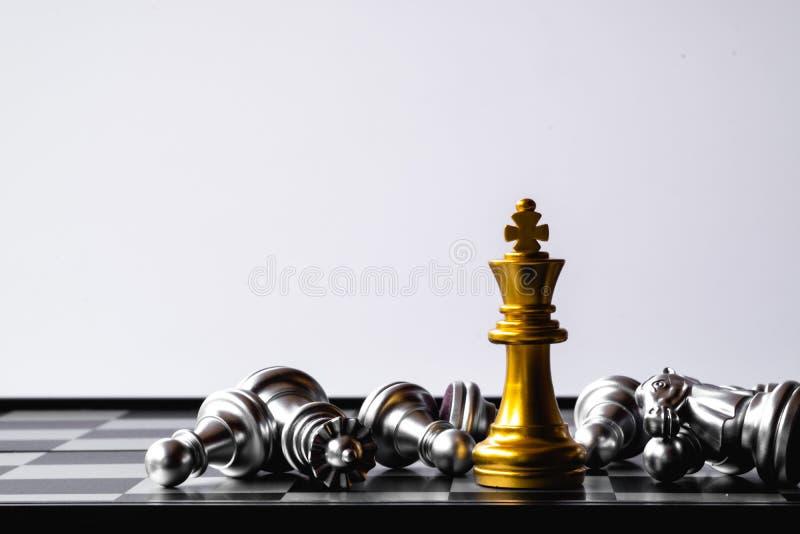 Een laatste tribune van de schaakkoning als ware winnaar Het concept van het geldspel De ruimte van het exemplaar royalty-vrije stock afbeeldingen