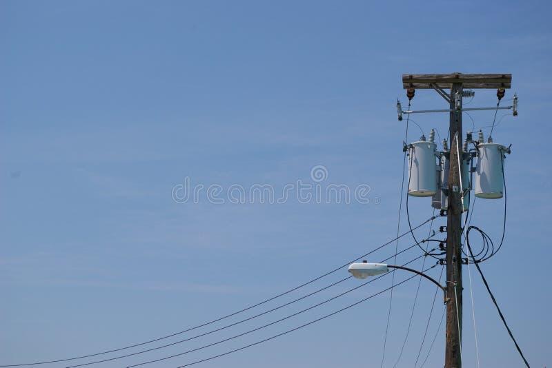 Een lamppool met transformator royalty-vrije stock foto