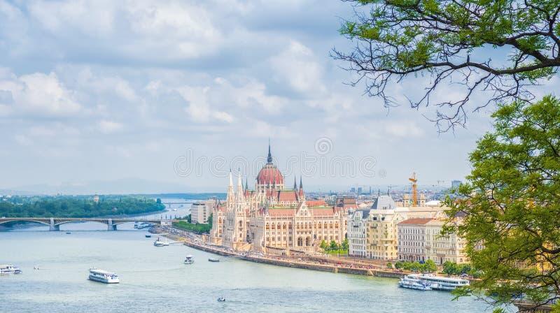 Een landschapsmening van de stad van Boedapest, het Hongaarse parlement royalty-vrije stock afbeelding