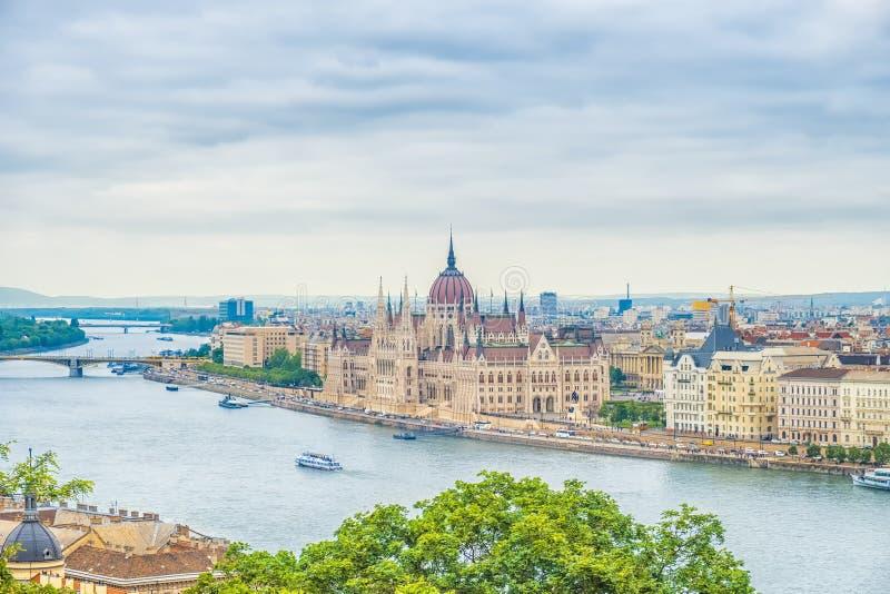 Een landschapsmening van de stad van Boedapest, het Hongaarse parlement royalty-vrije stock foto