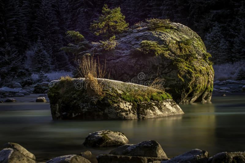 Een lange blootstelling van de rivier in Hans Alaska royalty-vrije stock fotografie