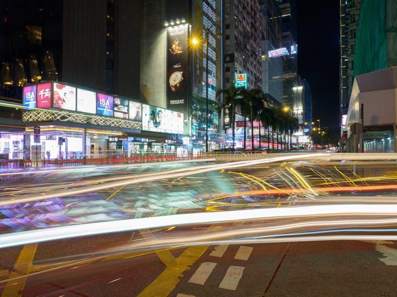 Een lange die blootstelling van de Middenwegkruising wordt geschoten met Nathan Road in Hong Kong royalty-vrije stock fotografie