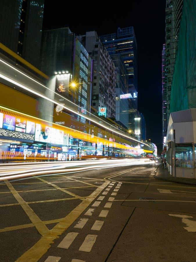 Een lange die blootstelling van de Middenwegkruising wordt geschoten met Nathan Road in Hong Kong royalty-vrije stock afbeeldingen
